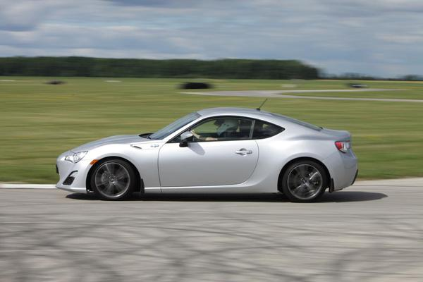 2013-Scion-FRS-on-track-apex-02